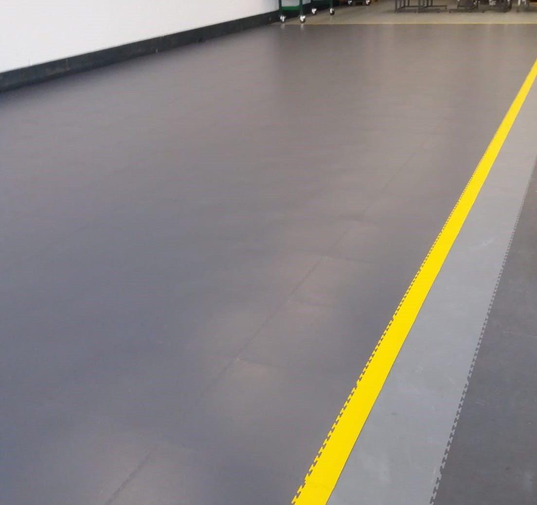 ESD vloer over PVC vloer