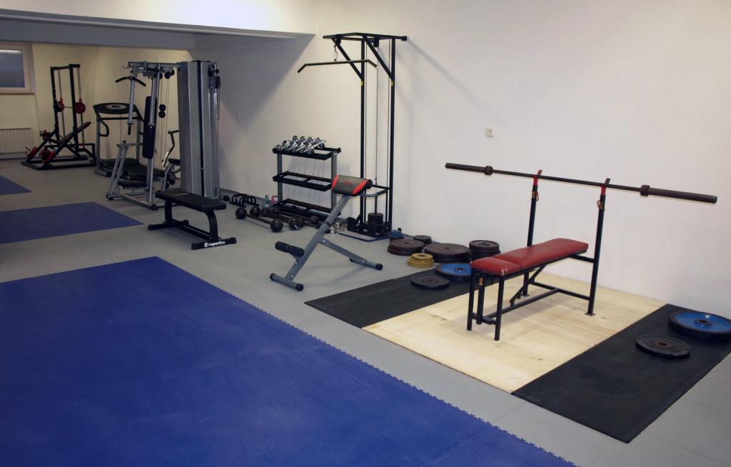 Sportschool vloer gewichten halters